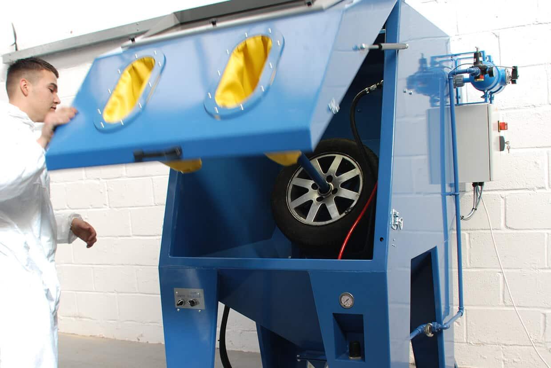 Wheel blast cabinet