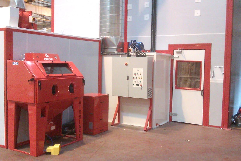Pressure blast cabinet
