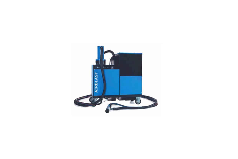 Airblast vacuum blasting