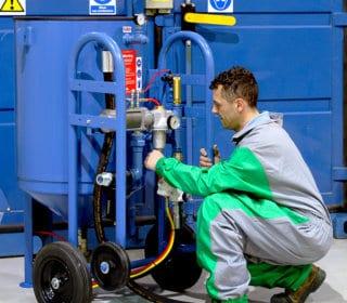 Airblast pressure hold blast pot range.